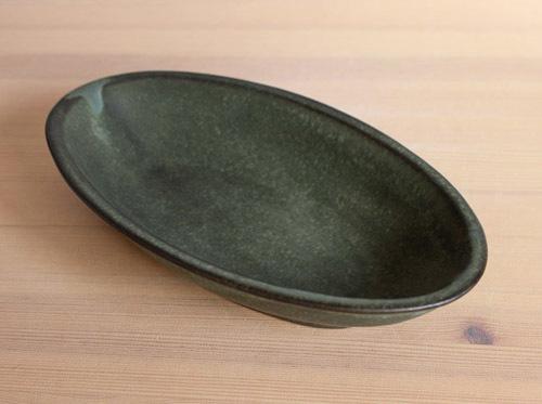 伊藤叔潔さんの緑のオーバル鉢が入荷しました。_a0026127_17563661.jpg