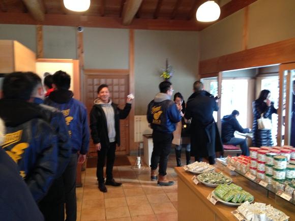 2月1日 水曜日のひとログ(。・ω・。) ランクル200ディーゼル横浜港到着♫_b0127002_17104215.jpg