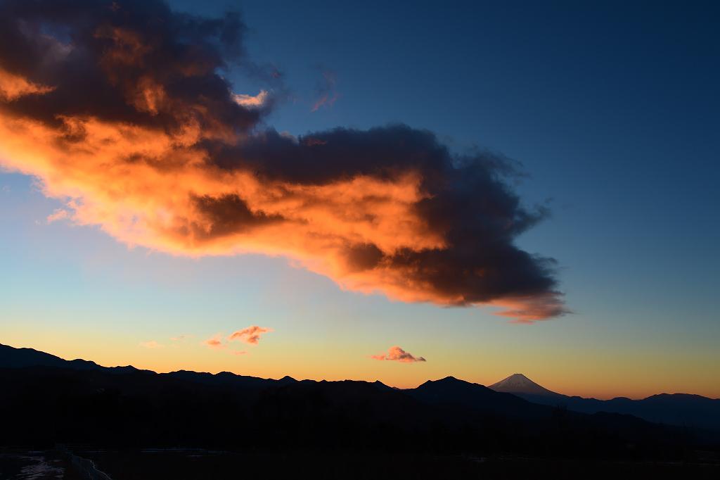 朝陽の山々_b0179231_22592902.jpg