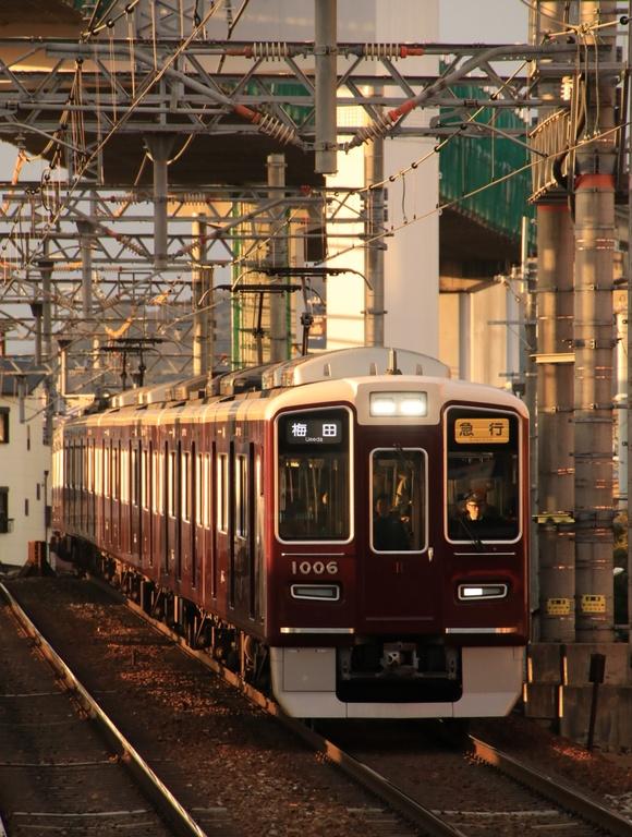 阪急 夕方 蛍池駅にて!!_d0202264_1964162.jpg
