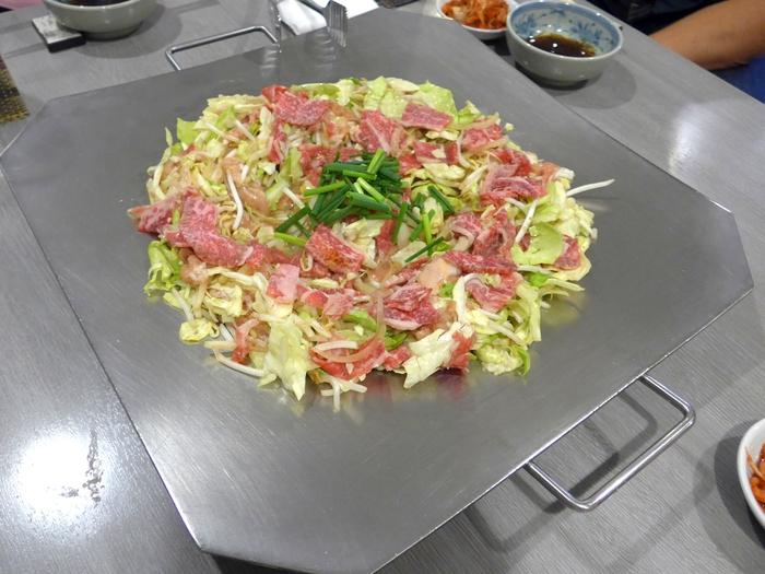 那覇「炊肉の店 牛ちゃん」へ行く。_f0232060_2221516.jpg