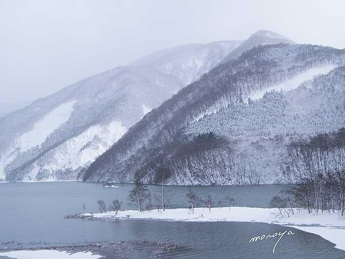 墨絵のダム湖_c0085877_15245645.jpg