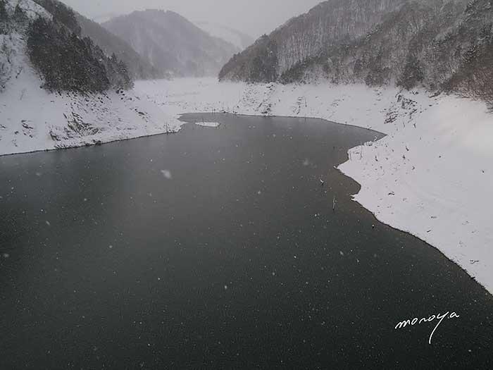 墨絵のダム湖_c0085877_15251191.jpg