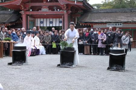 男山八幡宮 湯炊き神楽_e0048413_1864378.jpg