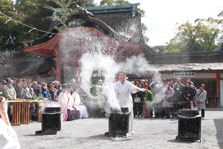 男山八幡宮 湯炊き神楽_e0048413_1873212.jpg