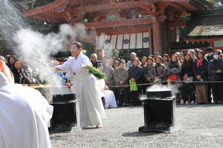 男山八幡宮 湯炊き神楽_e0048413_188921.jpg