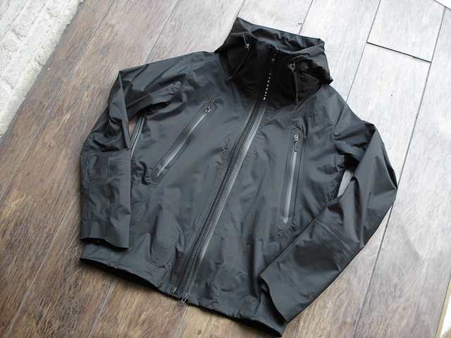 NEW : DESCENT [ALLTERRAIN]  INNER SURFACE TECHNOLOGY ACTIVE SHELL JACKET !!_a0132147_1763685.jpg