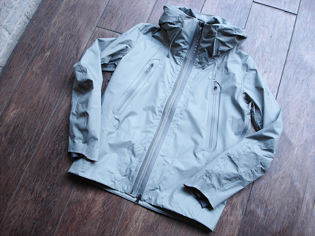 NEW : DESCENT [ALLTERRAIN]  INNER SURFACE TECHNOLOGY ACTIVE SHELL JACKET !!_a0132147_1781829.jpg