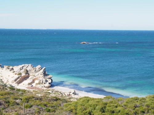 廃墟に線路に隠れ家的ビーチ!島を去る日にBickley Battery Heritage Trailを歩いてみる_c0351060_09115135.jpg