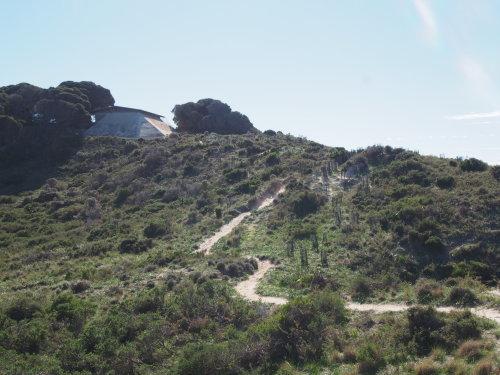 廃墟に線路に隠れ家的ビーチ!島を去る日にBickley Battery Heritage Trailを歩いてみる_c0351060_09283319.jpg