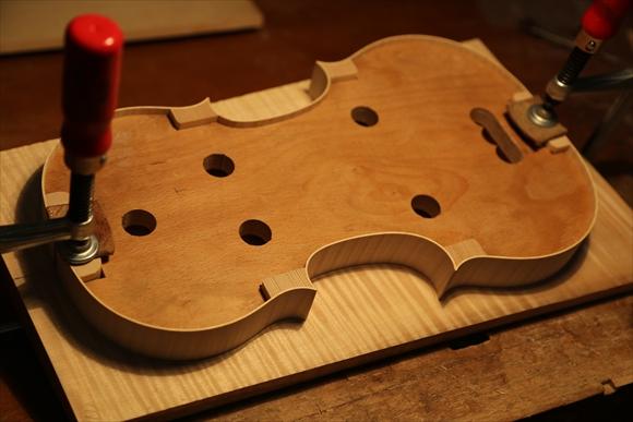ヴァイオリン製作 写真と動画(厚み出し)_d0047461_5582623.jpg