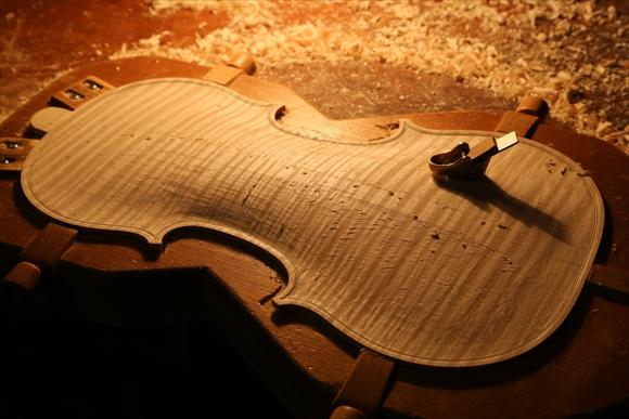ヴァイオリン製作 写真と動画(厚み出し)_d0047461_6114054.jpg