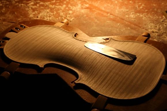 ヴァイオリン製作 写真と動画(厚み出し)_d0047461_614478.jpg