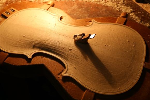 ヴァイオリン製作 写真と動画(厚み出し)_d0047461_6153182.jpg