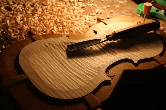 ヴァイオリン製作 写真と動画(厚み出し)_d0047461_620645.jpg