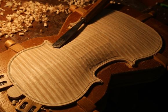 ヴァイオリン製作 写真と動画(厚み出し)_d0047461_653811.jpg