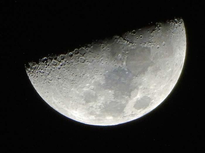 今宵の月は_e0016894_21274734.jpg