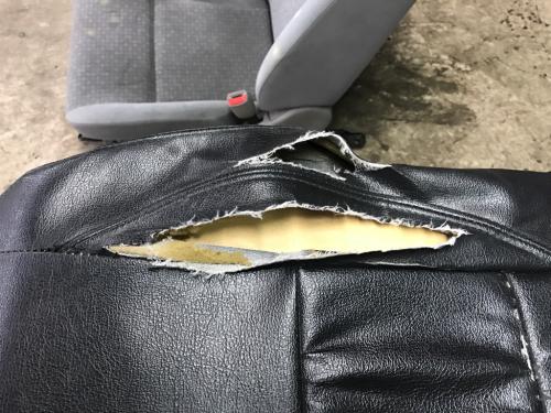 こんなに破けたシートカバーも直せるの?_d0351087_16383801.jpg