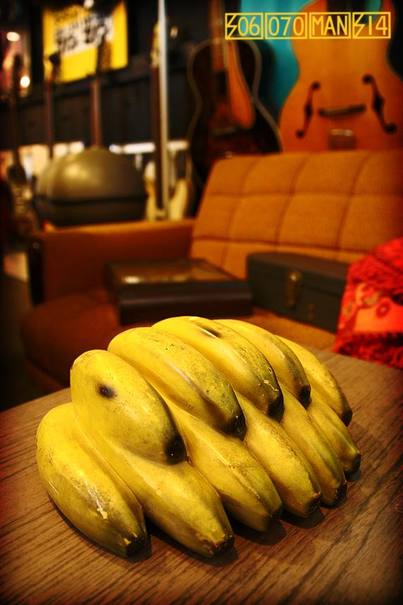 1960s intage バナナの陶器置物_e0243096_13495815.jpg