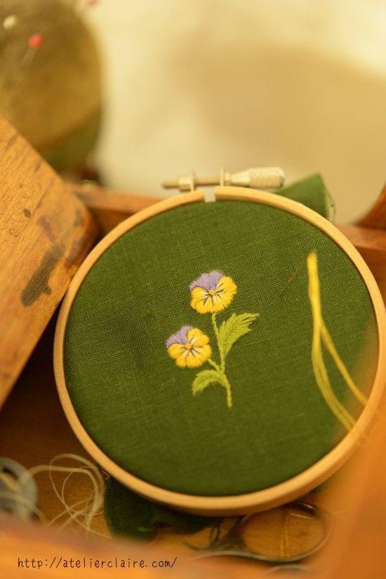 「カルトナージュで仕立てる 花々で綴る小物入れ」 の12か月のお花のリースから一輪を取って_a0157409_23474460.jpg