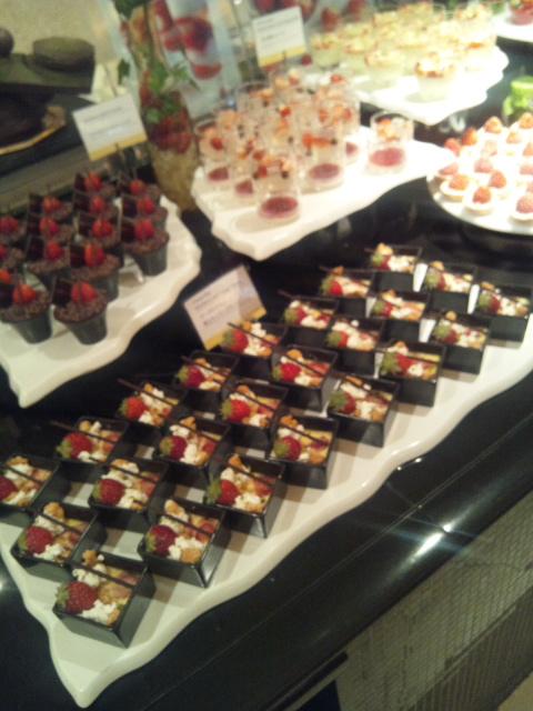 ウェスティンホテル東京 ザ・テラス ストロベリーデザートブッフェ_f0076001_1435554.jpg