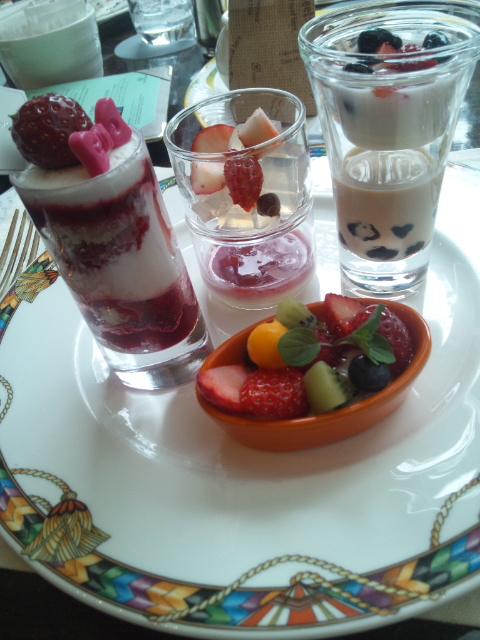 ウェスティンホテル東京 ザ・テラス ストロベリーデザートブッフェ_f0076001_1572559.jpg