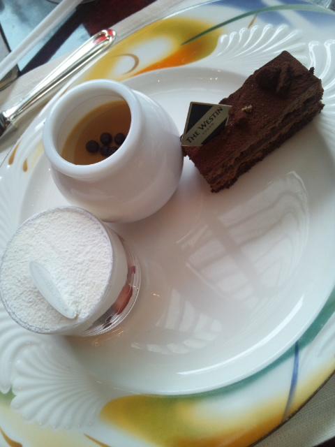 ウェスティンホテル東京 ザ・テラス ストロベリーデザートブッフェ_f0076001_1585836.jpg