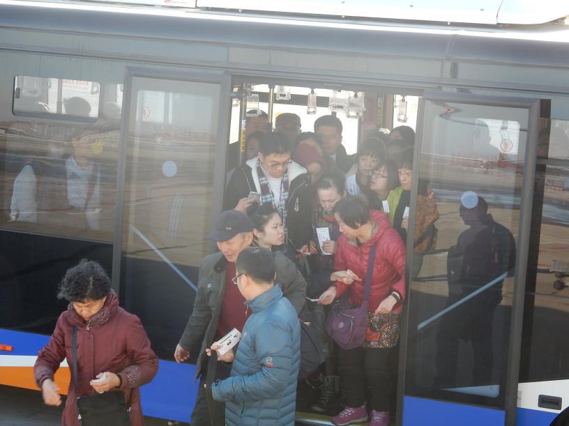 中国団体客が減って困る人、ほくそ笑む人?_b0235153_1193944.jpg