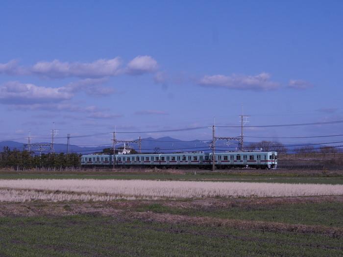 平原を走る電車_a0149488_11203279.jpg