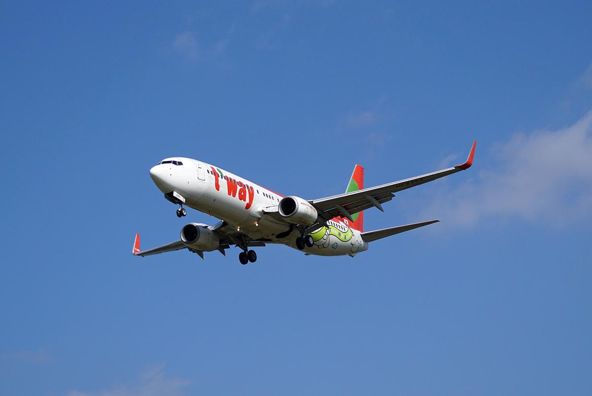 ティーウェイ航空。_b0044115_8231581.jpg