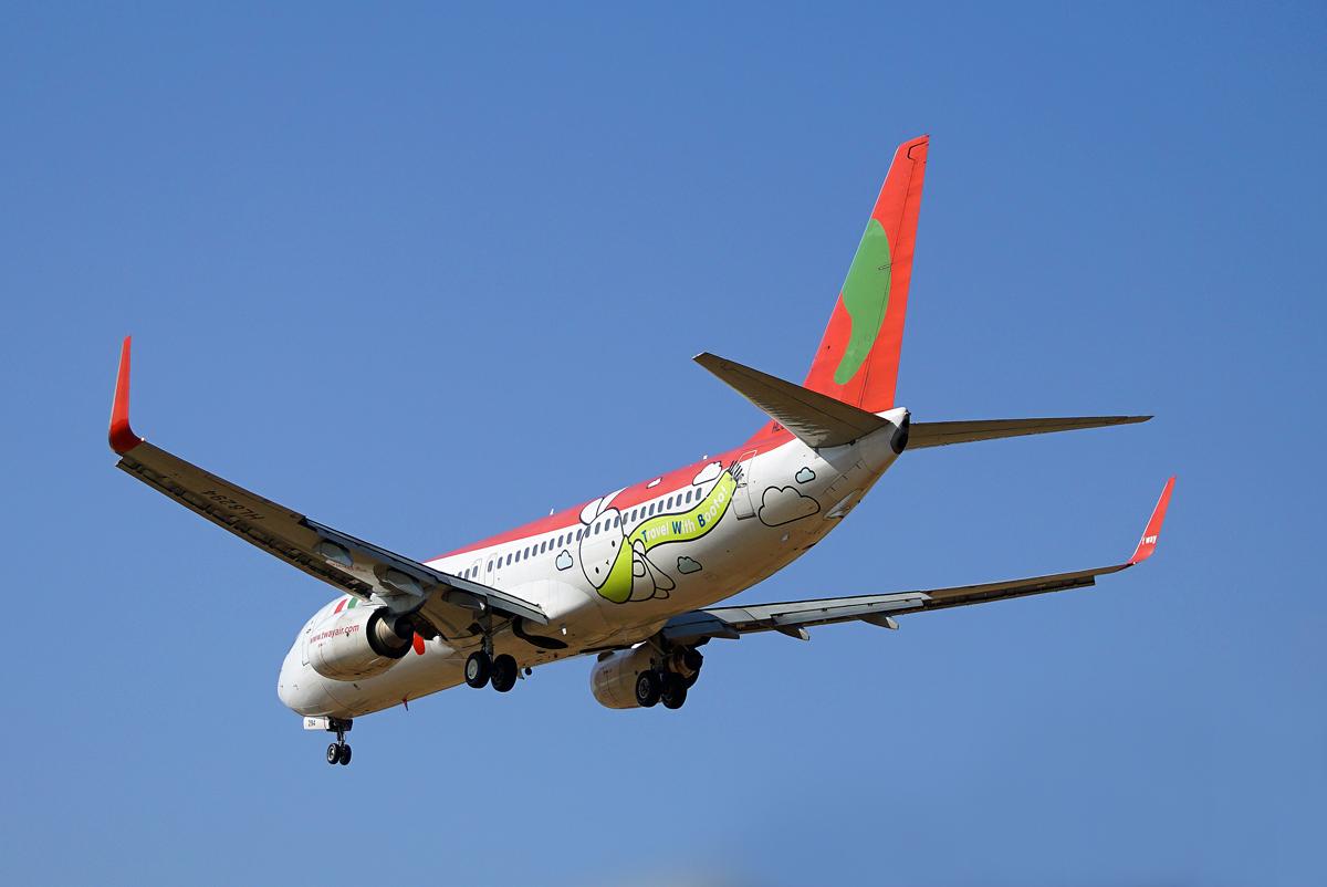 ティーウェイ航空。_b0044115_8241057.jpg