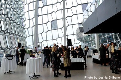 アイスランド・エアウエイブス(4)大人なフェス、ベッドルーム・コミュニティ10周年記念大コンサート&お気に入りアーティストの濃縮日、ライヴ付きヨガも!_c0003620_17335644.jpg