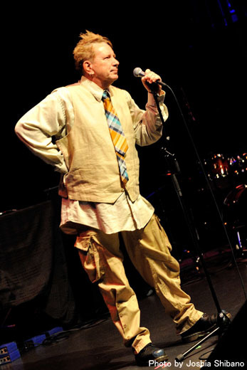 アイスランド・エアウエイブス(4)大人なフェス、ベッドルーム・コミュニティ10周年記念大コンサート&お気に入りアーティストの濃縮日、ライヴ付きヨガも!_c0003620_17423577.jpg