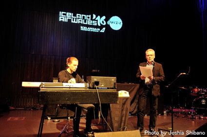 アイスランド・エアウエイブス(4)大人なフェス、ベッドルーム・コミュニティ10周年記念大コンサート&お気に入りアーティストの濃縮日、ライヴ付きヨガも!_c0003620_17423978.jpg