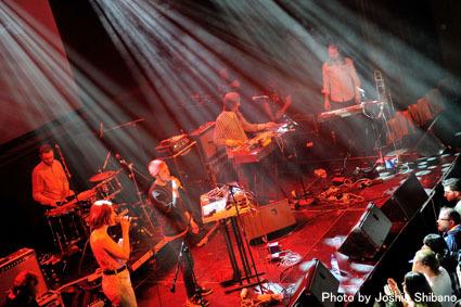 アイスランド・エアウエイブス(4)大人なフェス、ベッドルーム・コミュニティ10周年記念大コンサート&お気に入りアーティストの濃縮日、ライヴ付きヨガも!_c0003620_17432461.jpg