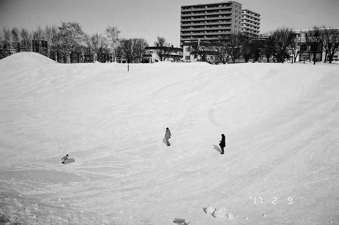 馬場公園のソリ滑りと春の足踏み_c0182775_17142539.jpg