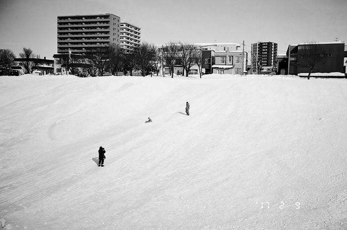 馬場公園のソリ滑りと春の足踏み_c0182775_1743091.jpg