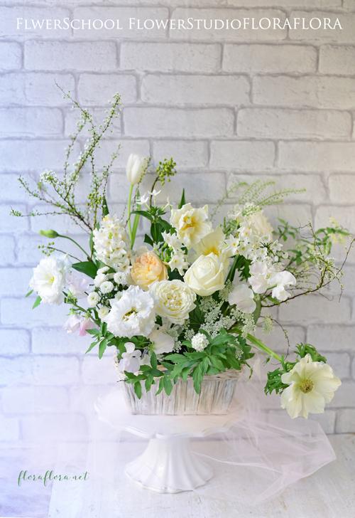 1月生花レッスンは…「白い花たちに新年の想いをこめて…」でした & Instagramでキャスケードブーケ連投中 東京目黒不動前フラワースタジオフローラフローラウェディングブーケ装花&フラワースクール_a0115684_16430383.jpg