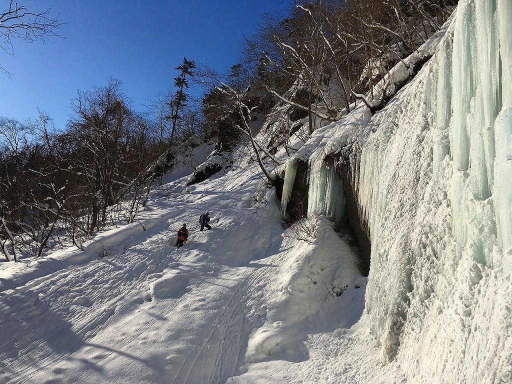 氷瀑巡り、2017.2.5-同行者からの写真-_f0138096_13370782.jpg