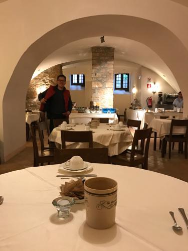 ボルセーナ湖 Lake Bolsena トラットリアPalomba美味しい!チヴィタ・ディ・バーニョレージョ おすすめ!イタリア珍道中2日目 オルヴィエート最後の夜!!!_f0355367_20535307.jpg