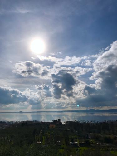 ボルセーナ湖 Lake Bolsena トラットリアPalomba美味しい!チヴィタ・ディ・バーニョレージョ おすすめ!イタリア珍道中2日目 オルヴィエート最後の夜!!!_f0355367_23061578.jpg