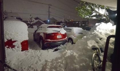 24時間経って......今晩はゆっくりTVを見てます.....まあ〜雪かきで..._b0194185_22232180.jpg