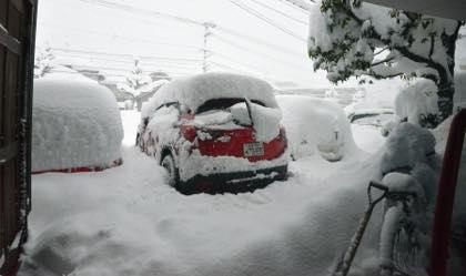 24時間経って......今晩はゆっくりTVを見てます.....まあ〜雪かきで..._b0194185_22261853.jpg