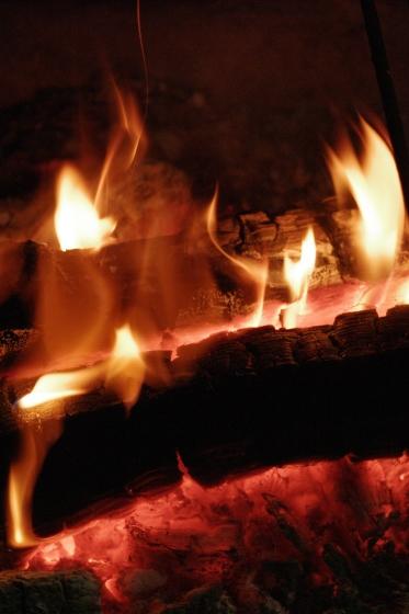 小さな焚き火のほむらの前に居る。。_e0182134_23475279.jpg