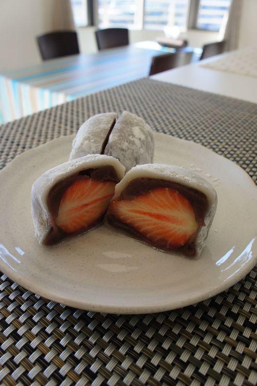 【バレンタインのチョコレートといちご大福】_f0215714_1712266.jpg
