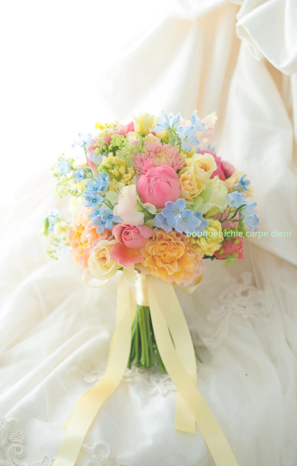クラッチブーケ アルカンシェル南青山様へ、春、コーラル色の芍薬 イエローのドレスに_a0042928_12350148.jpg