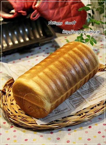 鮭の照焼き弁当とラウンドパンと今年の職場チョコ♪_f0348032_18520111.jpg