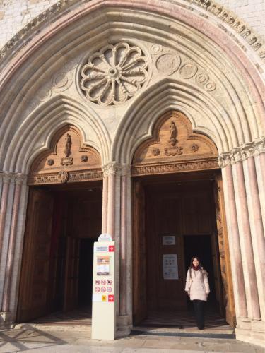 アッシジ 聖フランチェスコ聖堂 神々しいエネルギー満ちる街 イタリア珍道中4日目!トラットリア Pallota ☆_f0355367_23250378.jpg