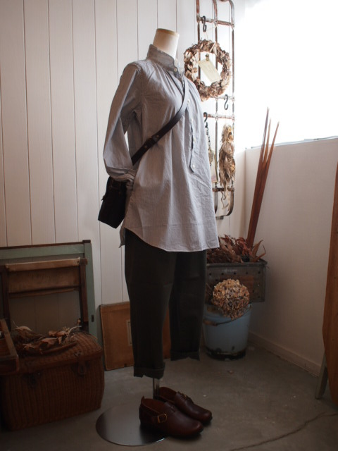 スタンドミラーと流木とロングシャツ。_a0164280_14545175.jpg