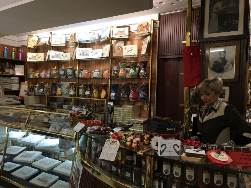 """モデナの老舗バレンタインチョコ⁈\""""Torta di Barozzi トルタバロッツィ\""""_b0246303_02572620.jpg"""